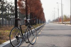 Touring Rennrad auf einer Straße