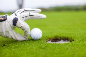 Zum entspannten Golfen gehört eine perfekte Golfausrüstung. Aber bitte nicht schummeln:)